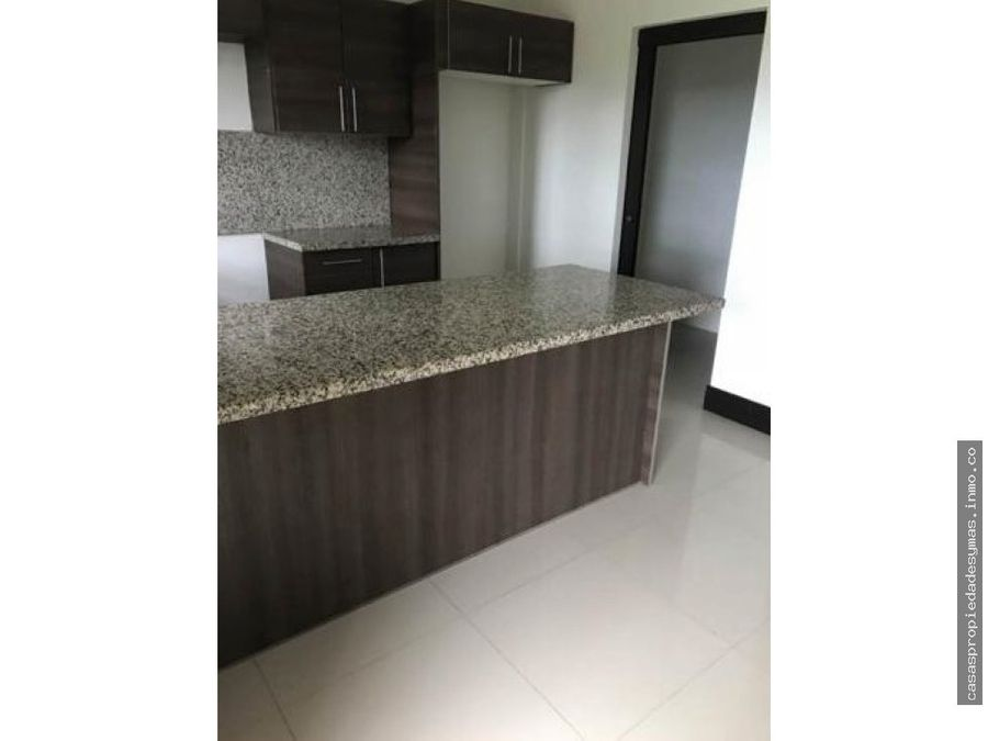 se vende apartamento en brasil de mora santa ana