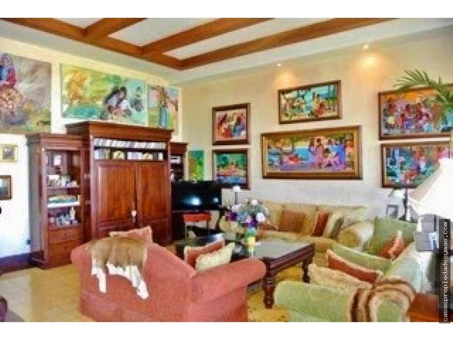 se vende lujosa casa en ciudad colon