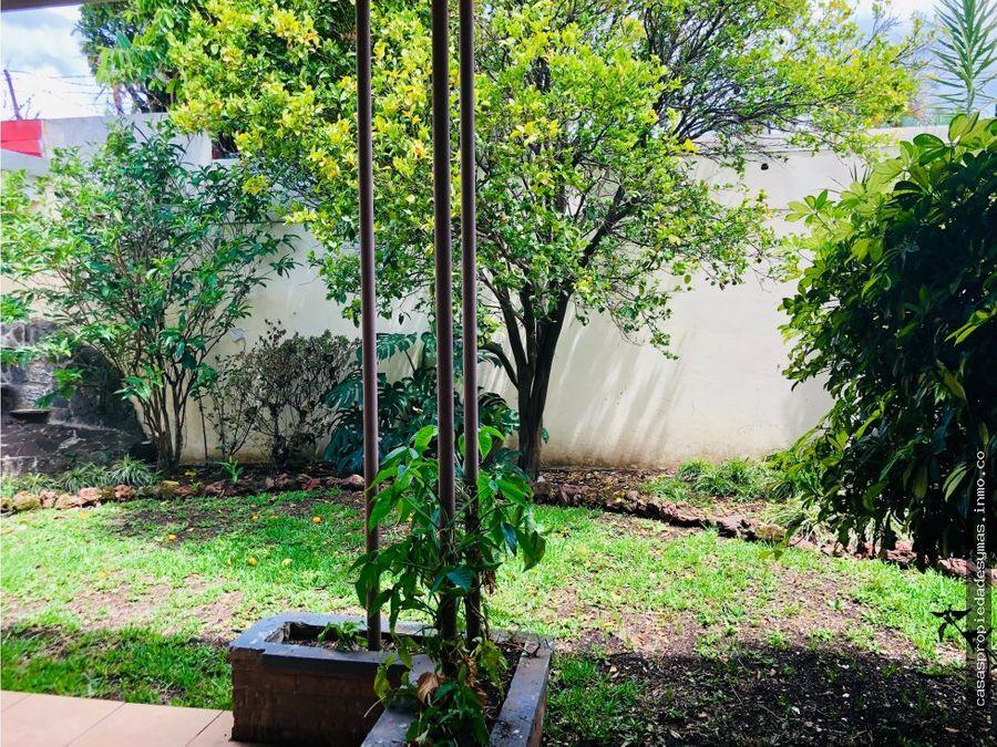 se vende casa de una sola planta en sabana sur