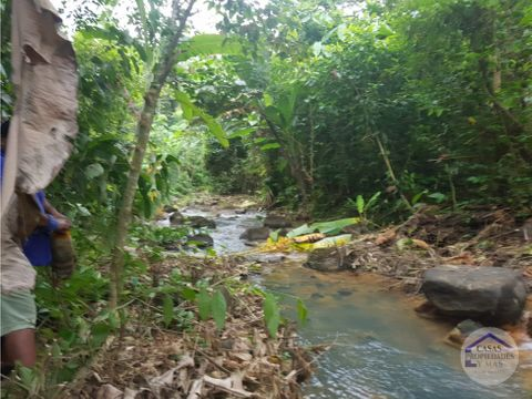 hermosa finca turistica con rios de aguas termales