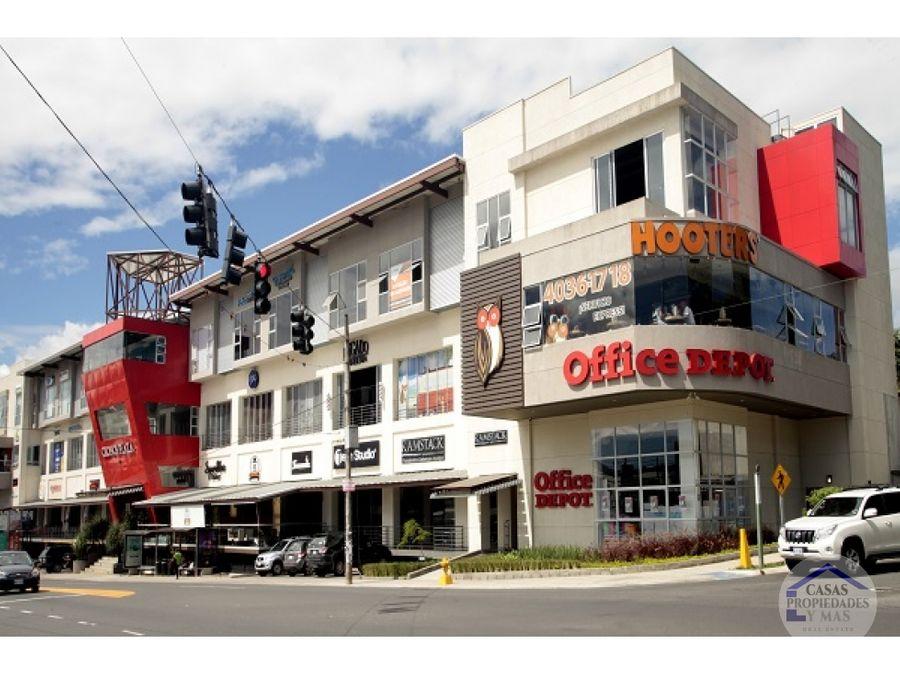 local cronos plaza pinares curridabat