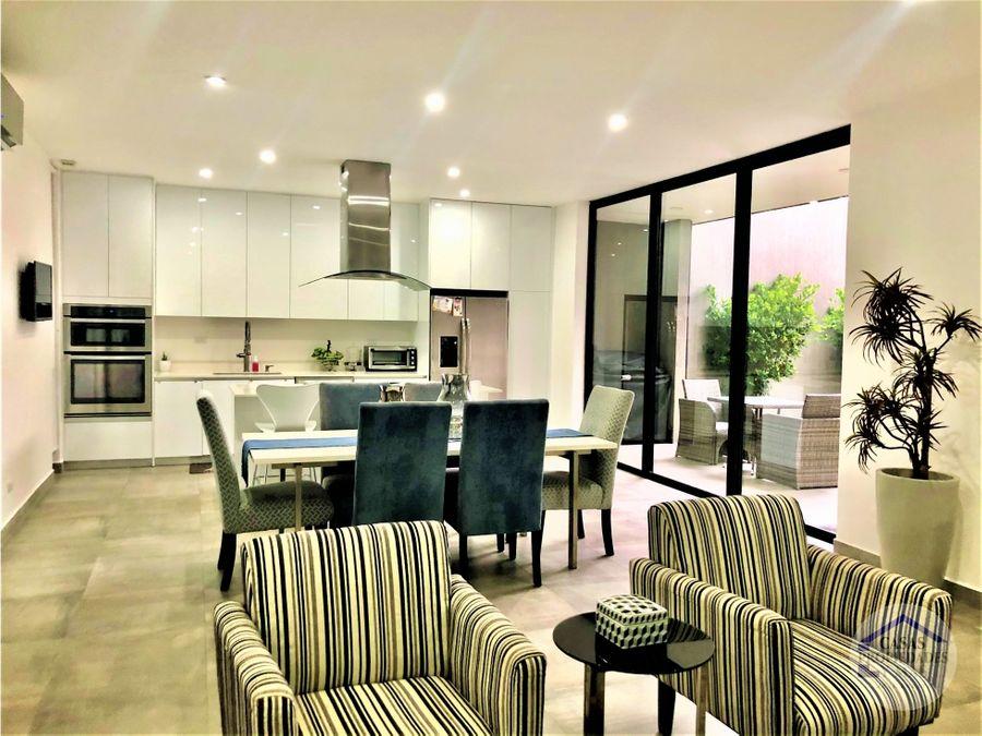 sevende casa contemporanea en condominio en santa ana