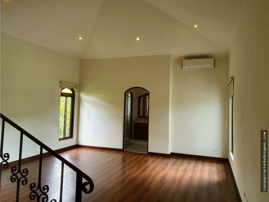 hermosa residencia de un nivel en condominio bosques de lindora