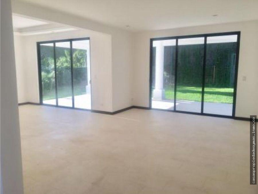 se vende casa en exclusivo residencial en santa ana