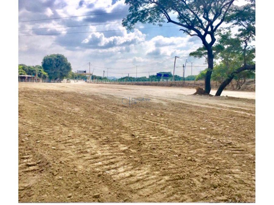 amplio terreno a pie de carretera