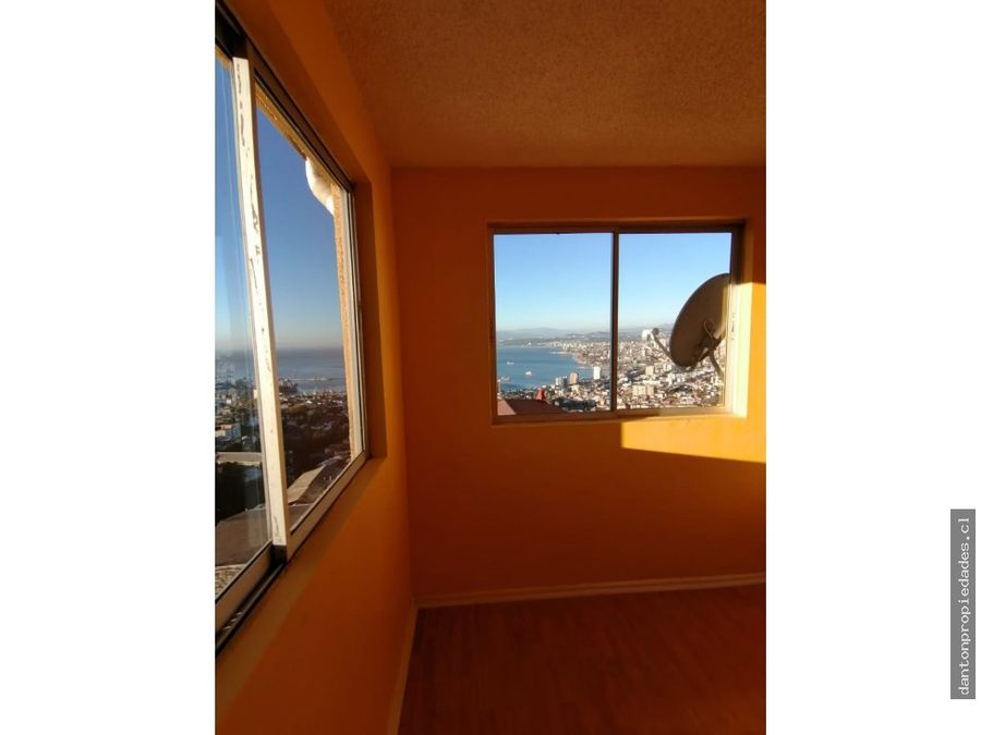 se vende depto iluminado con vista al mar cerro alegre valparaiso