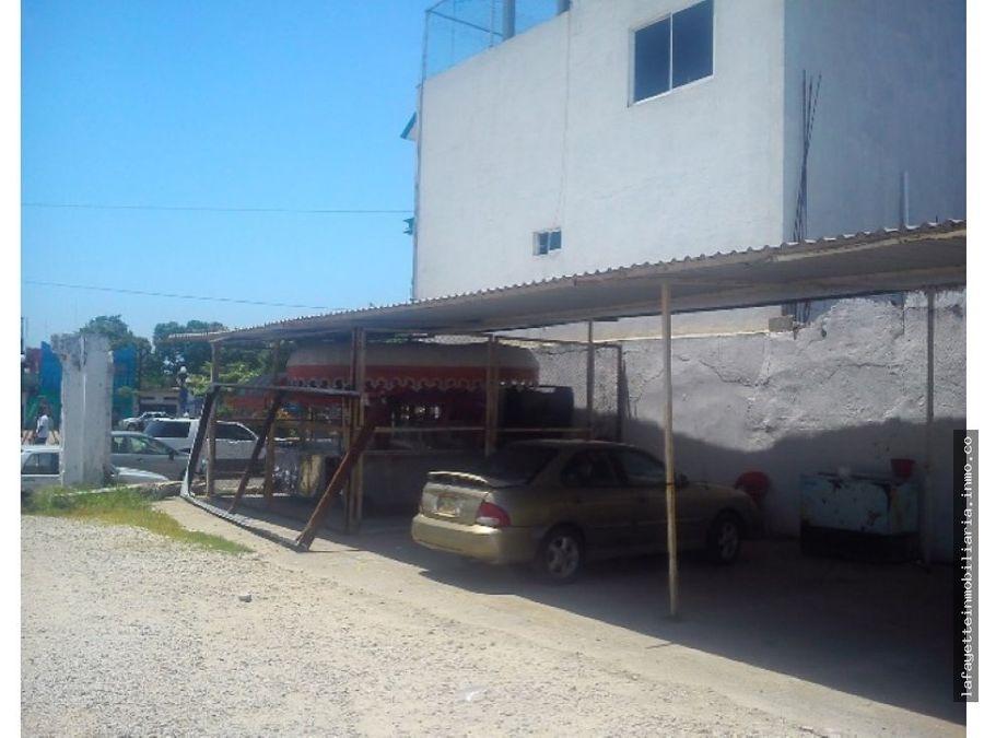 esquina comercial frente al parque juarez