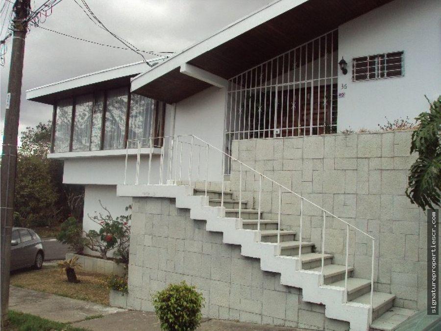 casa de dos niveles en residencial escazu