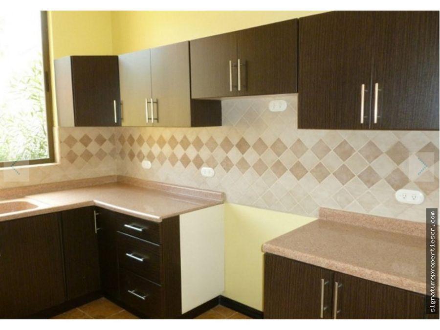 casa en condominio de 2 niveles brasil de mora