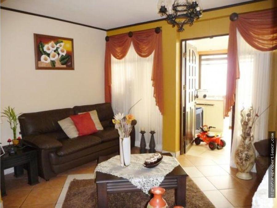 casa de 2 niveles en residencial coronado