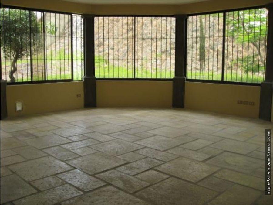 casa de 3 niveles con extraordinaria vista escazu