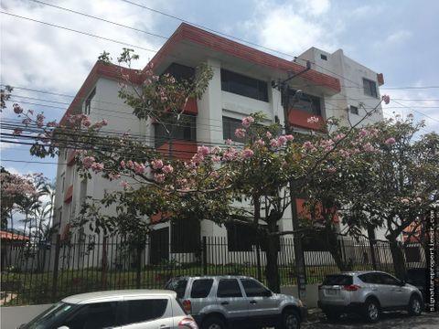 edificio de 5 niveles en barrio dent