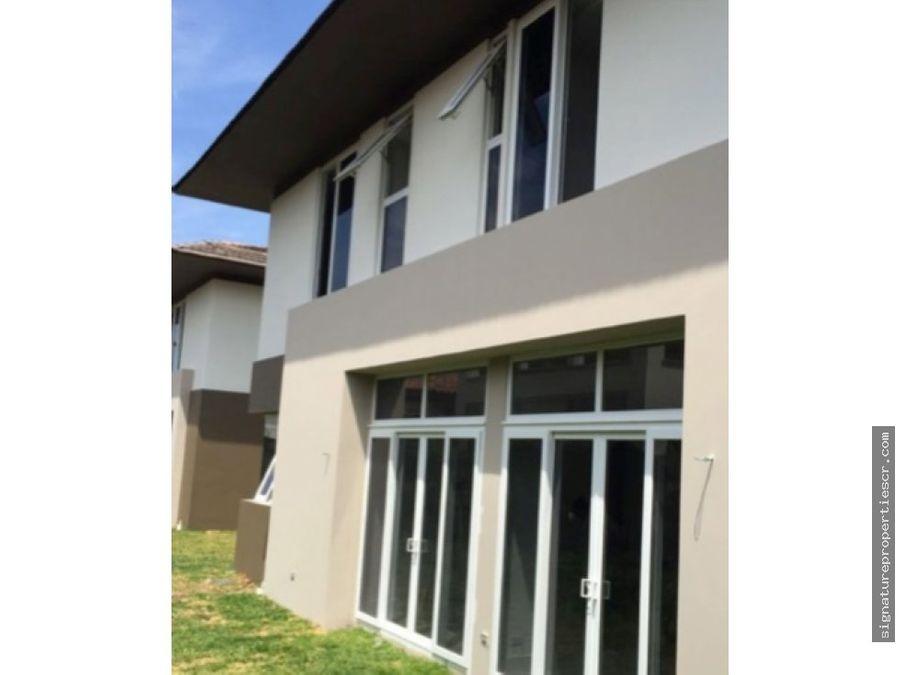 casa de lujo en residencial hacienda del sol