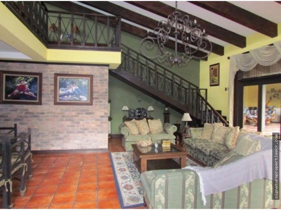 casa de un nivel con mezzanine rio oro santa ana