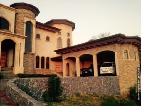 casa de lujo de dos niveles en villa real