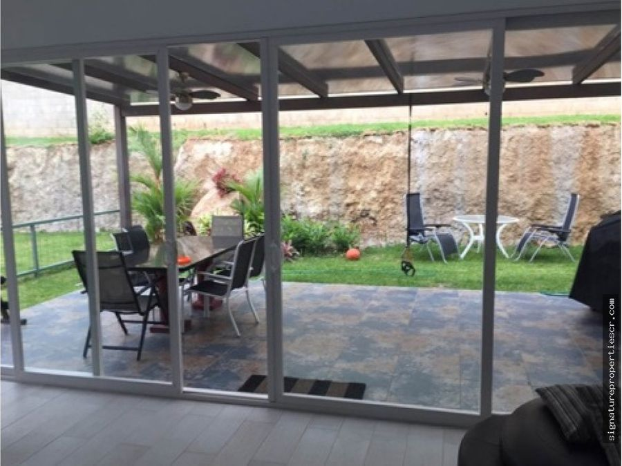 casa estilo moderna en condominio santa ana