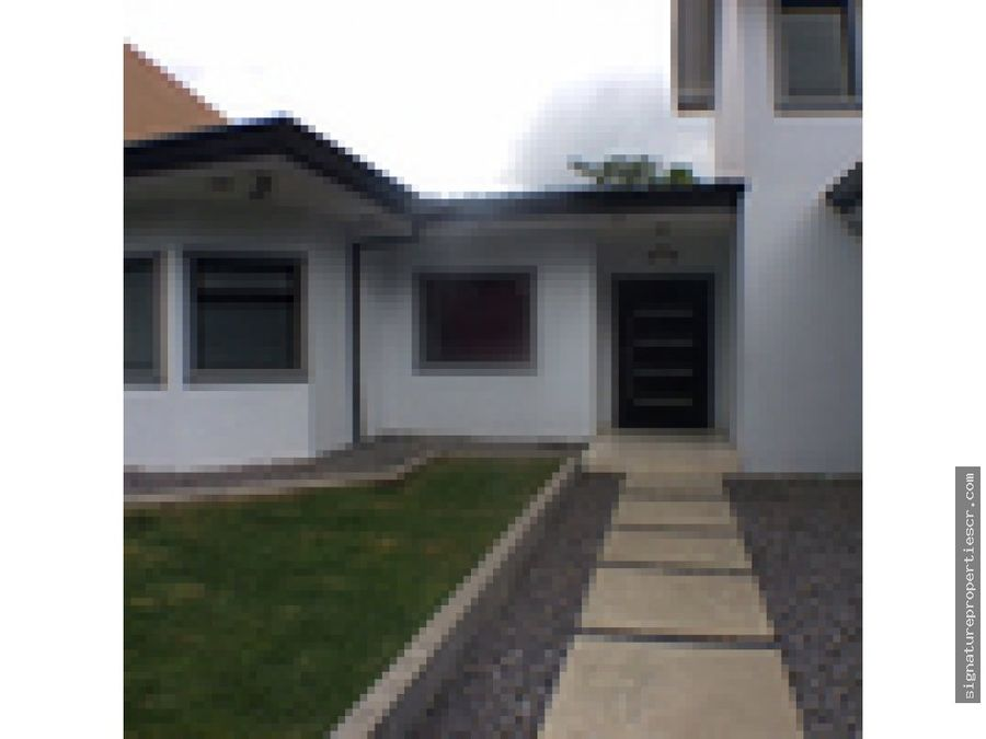 casa en residencial exclusico en santa ana