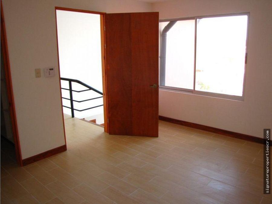 casa de dos niveles ayarco sur la itaba