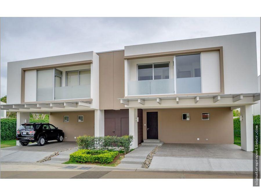 casas de 1 o 2 niveles en residencial lindora