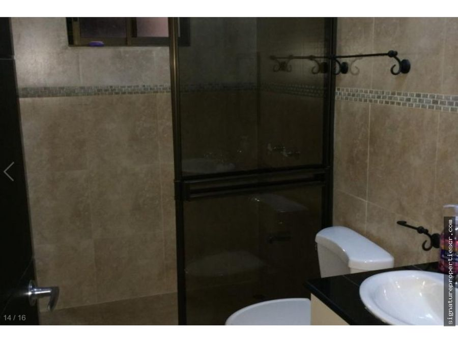 casa de dos niveles en condominio pinares