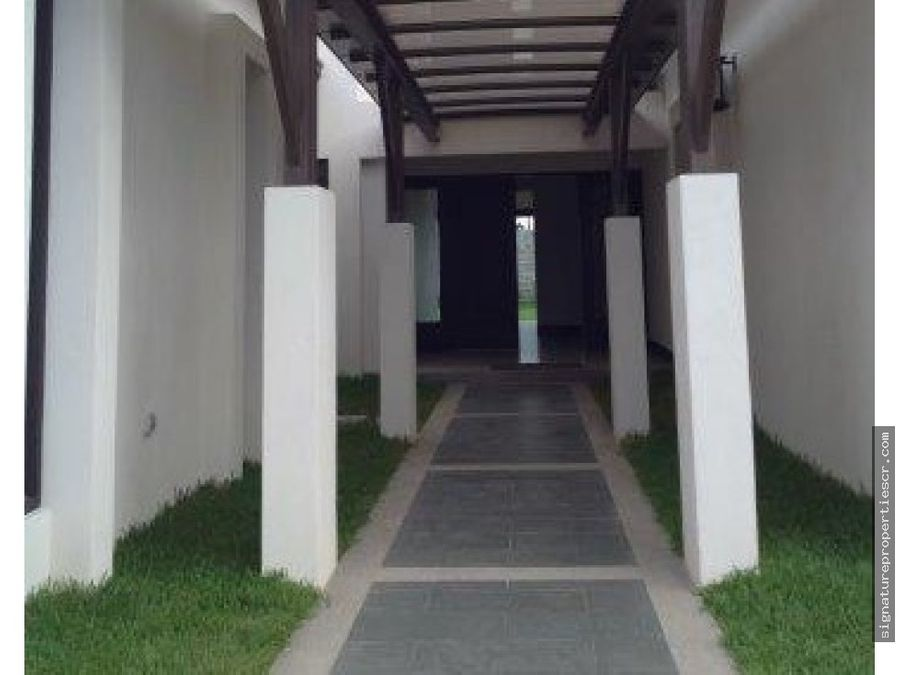 casa en condominio de un nivel lindora