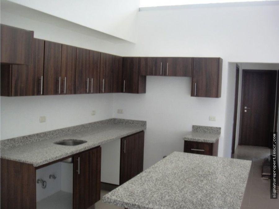 apartamento en rohmoser en segundo nivel