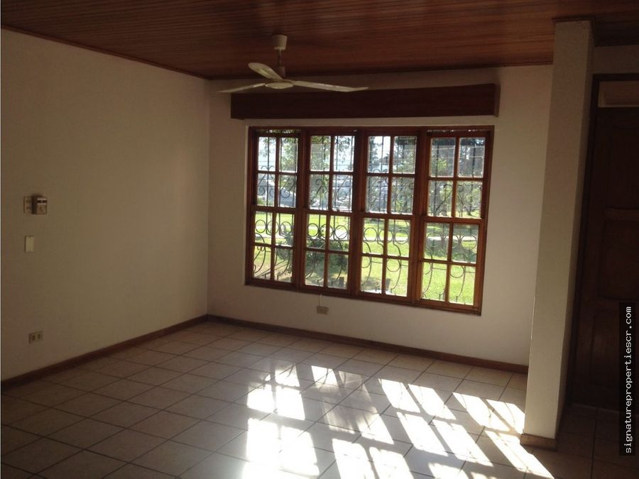 edificio de apartamentos de 3 niveles la sabana