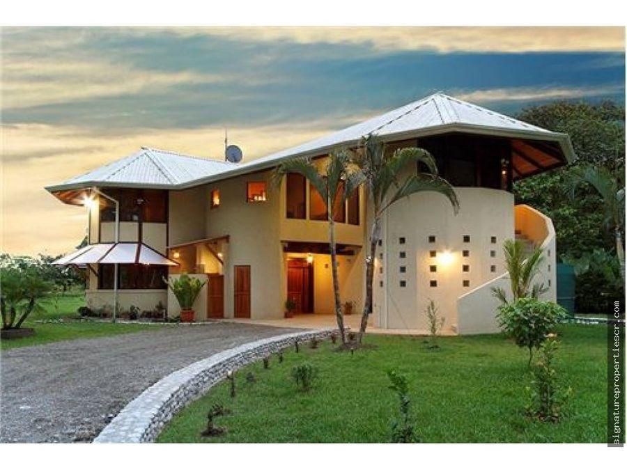 casa de dos niveles con frente a playa