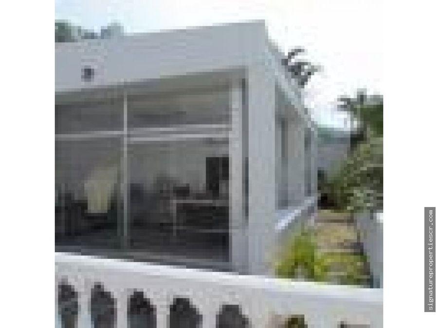 amplia casa con extraordinaria vista escazu