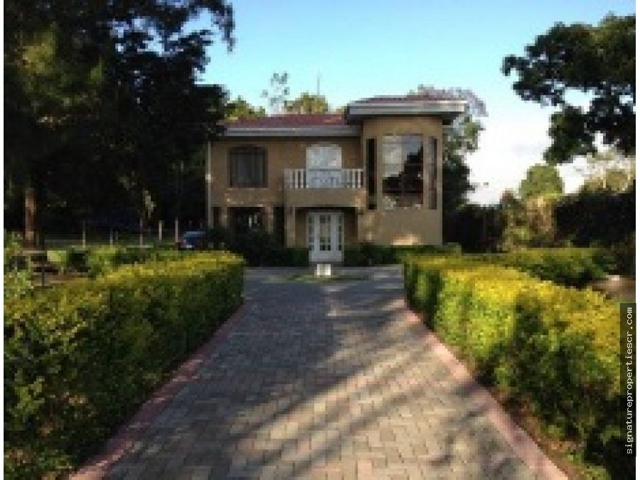 casa con amplio jardin en san rafael de heredia