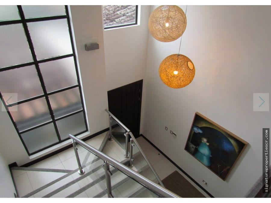 casa condo de dos niveles guachipelin escazu
