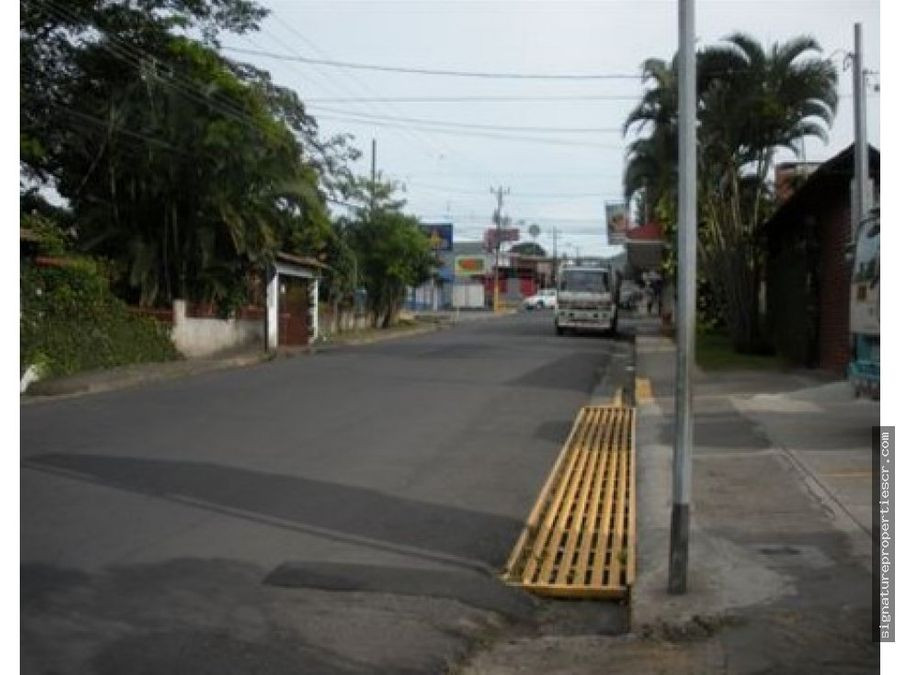 terreno con casa en ciudad colon