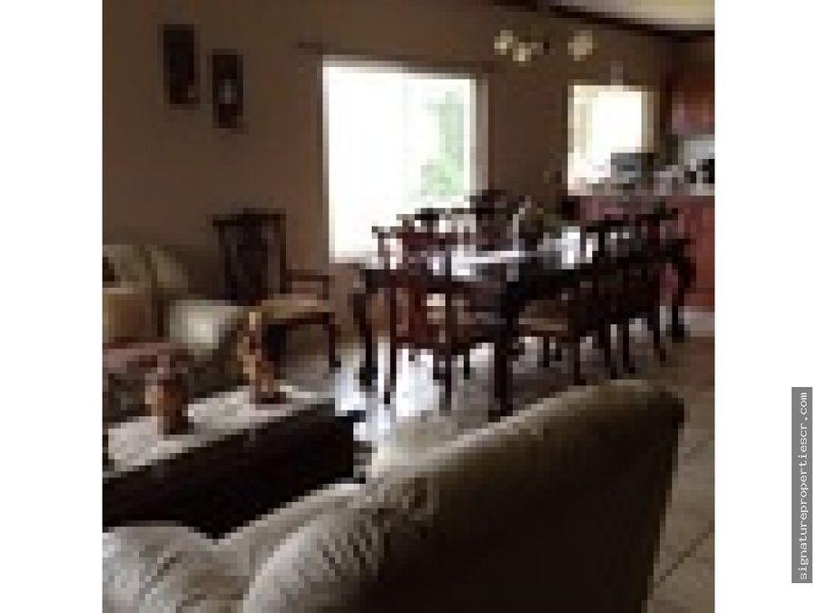lujosa y espaciosa casa en escazu