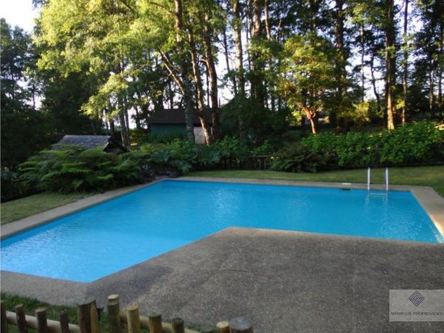 por temporada casa en arriendo en condominio en pucon con piscina