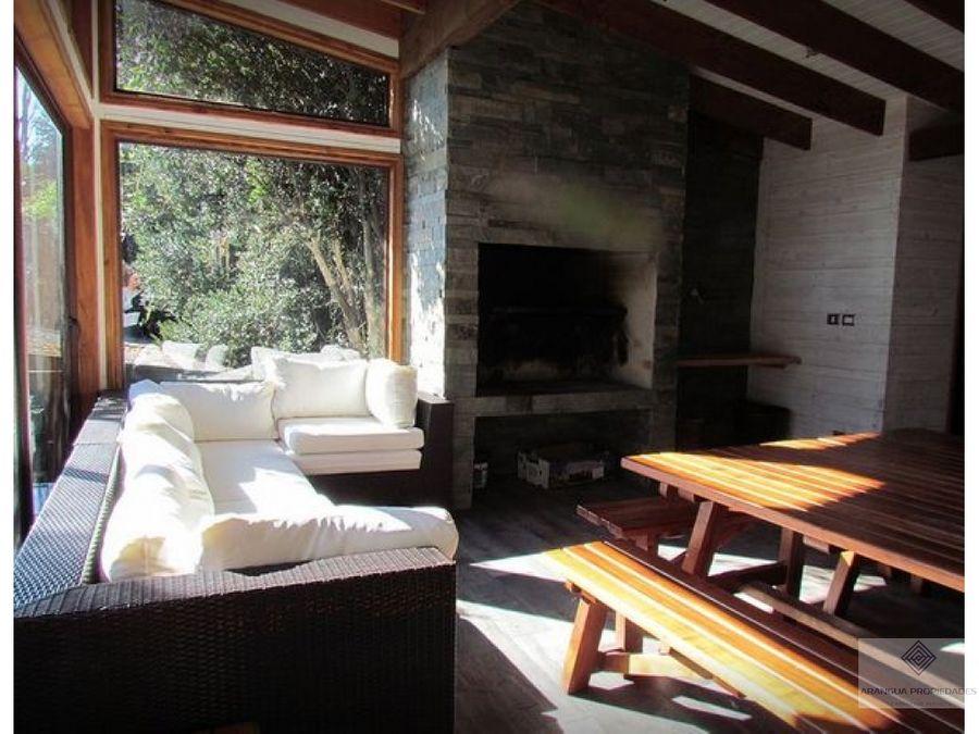 hermosa casa en venta en condominio privado en pucon con vista al lago