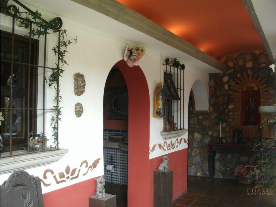 casa de dos niveles en hacienda real zona 16