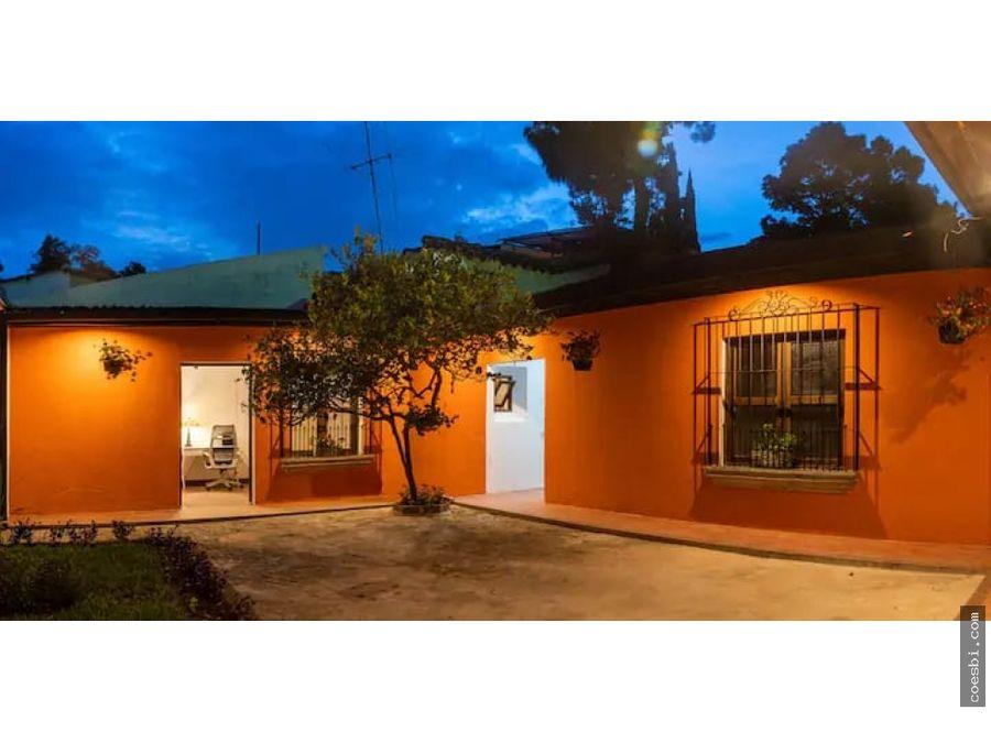 casa de dos habitaciones en el centro de antigua guatemala