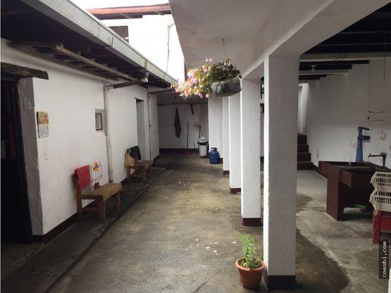 casa de 2 niveles a 2 cuadras del parque central de antigua guatemala