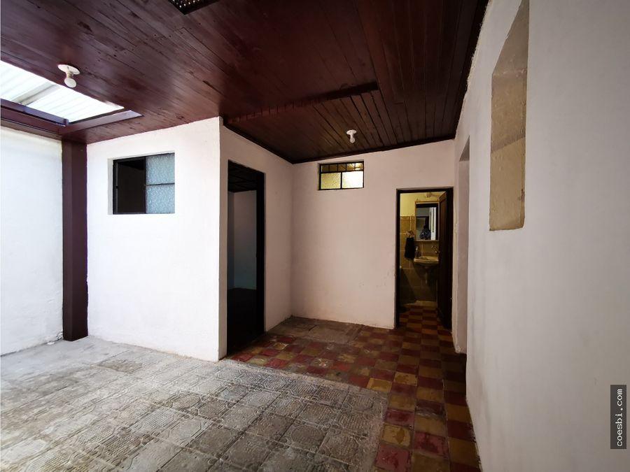 casa grande de 3 habitaciones en alameda sta lucia en antigua guatema
