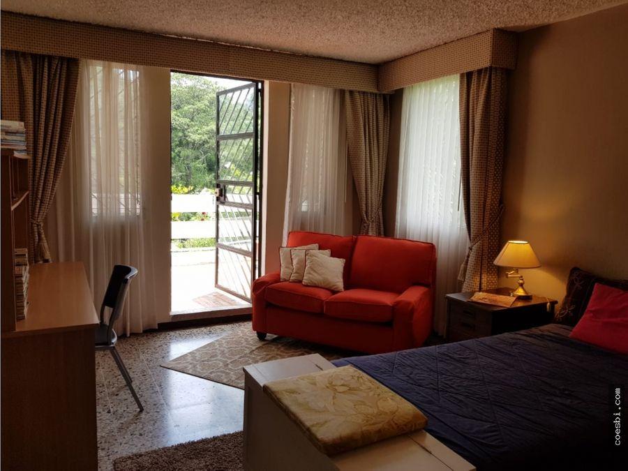 casa grande en terreno de 900mts2 en el condominio country club z11