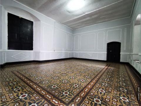 casa grande en renta con 17 ambientes en el centro historico de la z1