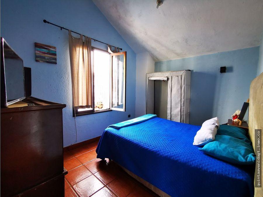 rento habitacion en casa de huespedes antigua gt