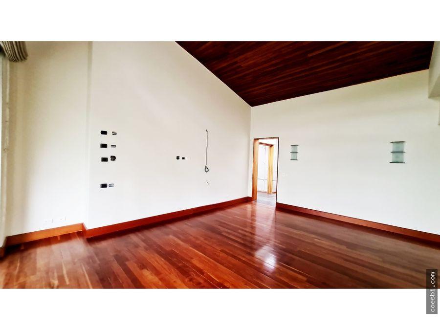 en renta casa con excelente iluminacion y ubicacion cerca de cayala