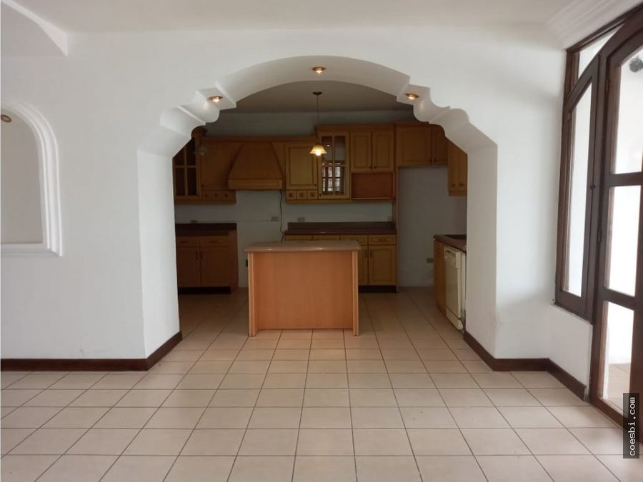 se renta preciosa casa de 2 niveles en residencial la serenisima