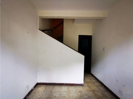local de dos ambientes en calle del manchen antigua guatemala