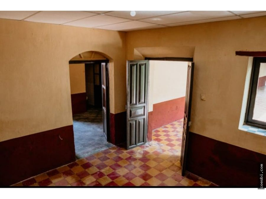locales a cuatro cuadras del parque central de la antigua guatemala