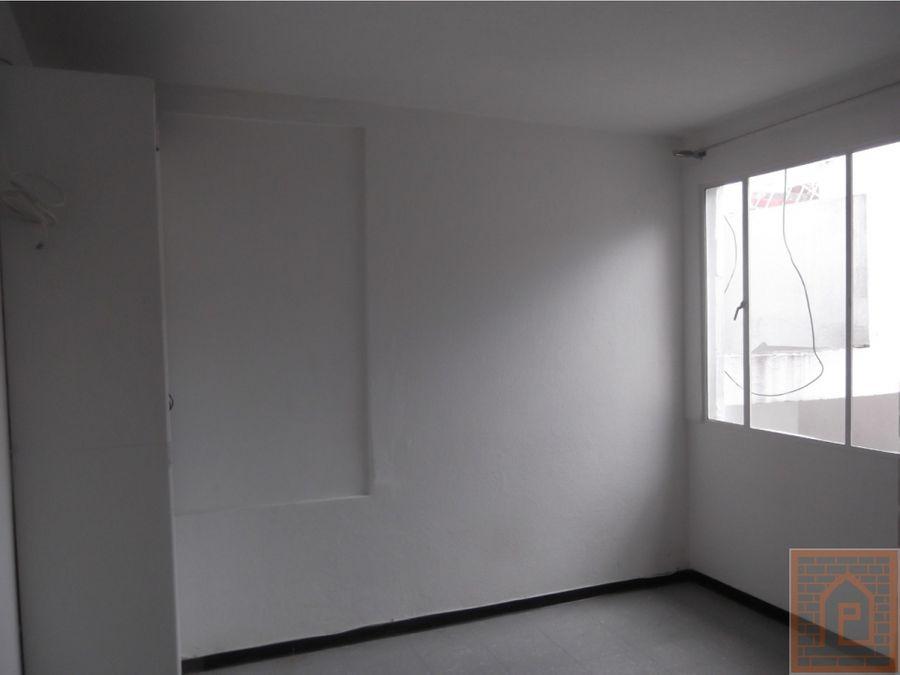 se arrienda apto en el gaitan segundo piso