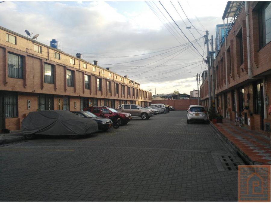 se vende casa alamos con terraza cundinamarca