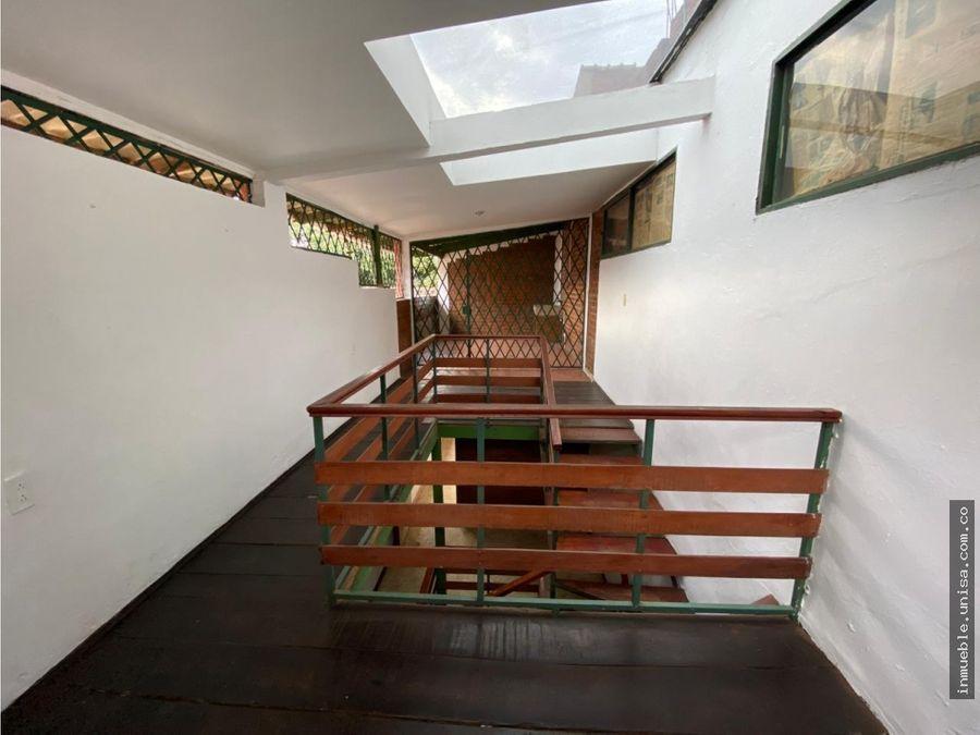 alquiler de linda casa en barrio capri