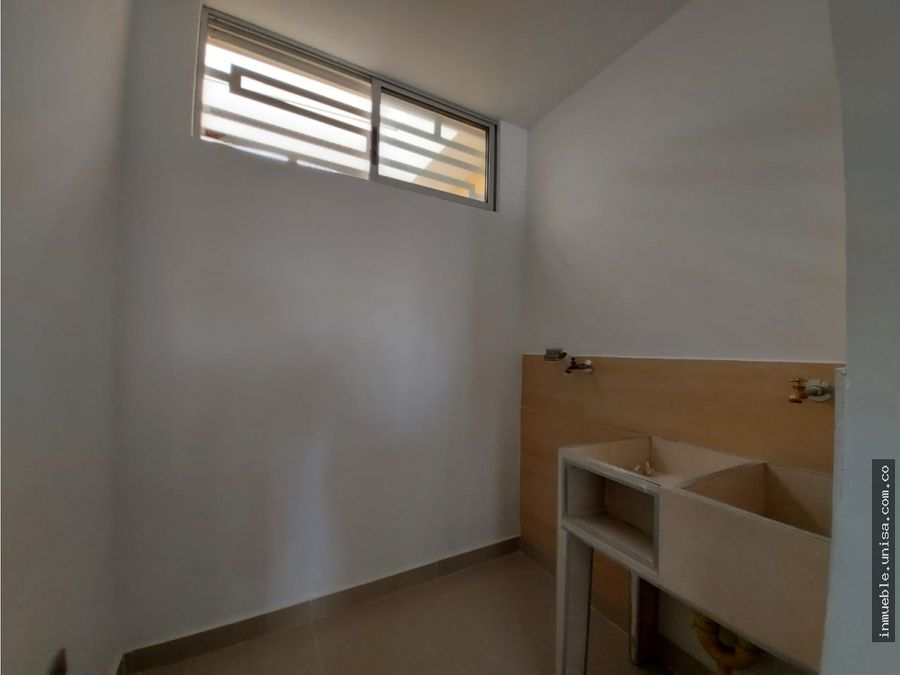 alquiler apartamento 2do piso barrio prados del norte